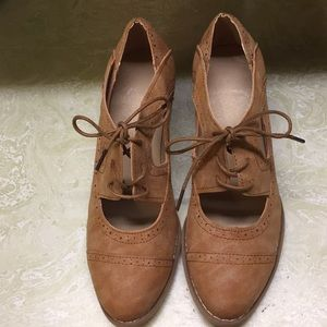 Cutout lace-up low Oxford shoes